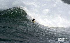 77500N0 (Rafael González de Riancho (Lunada) / Rafa Rianch) Tags: nazaré olas waves ondas water surf surfing portugal mar sea deportes sports vagues nazare costa coast playa beach