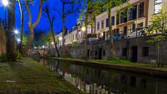 Goedenavond Utrecht (Bart Weerdenburg) Tags: utrecht nieuwegracht gracht stad city canal werf wharf avond bluelight blue evening