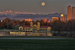 Full Moon Setting over Mt. Evans (mnryno) Tags: snow mountains colorado mtevans moon fullmoon downtowndenver museumofnatureandscience denver