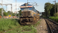 TKD EMD WDP4B Light (Jai ABB) Tags: home its for this delhi some have express ie must northern heading past nr mode railways towards tkd later oka crawls dls maintainance emd shf okhla hauled 40020 chhatisgarh tughlakabad wdp4b