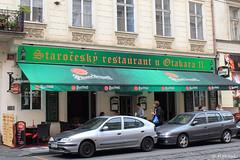 008732 - Praga (M.Peinado) Tags: copyright canon restaurante praha praga coches toldo chequia esko eskrepublika 2013 r canoneos60d repblicachecha 04092013 septiembrede2013