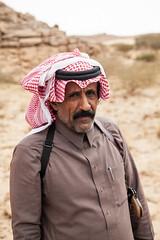 Eliott Saoud (Dlirante bestiole [la posie des goupils]) Tags: guard middleeast archeology saudiarabia policeman arabiesaoudite djebelkawkab najranregion