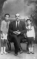 02_Egypt - Egyptian Grandfather and Grandsons (usbpanasonic) Tags: family man muslim islam grandfather egypt culture nile grandson cairo nil egypte islamic مصر caire moslem egyptians egyptiens