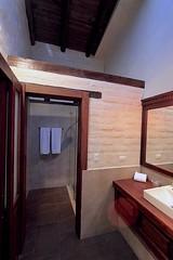 Hotel Hacienda Abraspungo (oxfordblues84) Tags: hotelhaciendaabraspungo hotel haciendaabraspungo hotelroom riobamba ecuador riobambaecuador bathroom hotelbathroom towels towel mirror