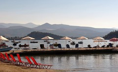 loungers and mountains IMG_1768 (mygreecetravelblog) Tags: greece peloponnese tolo tolon toloresort tolobeachresort beachresort greekbeachresort beach tolobeach tolonbeach greekbeach coast shore seaside outdoor landscape mountains water bay beachchairs loungers sunbeds umbrellas