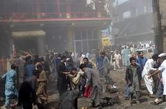Mueren 22 personas por explosión de una bomba en Pakistán (conectaabogados) Tags: bomba explosión mueren pakistán personas