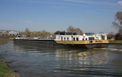 Radu (jptaverne) Tags: radu péniche canal inlandvessel pénicheciterne voies deau fluvial binnenvaart