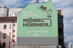 Werbung (t_schl) Tags: möbel berlin a100 nikon d750 werbung alte fassade hübner
