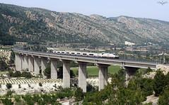 Talgo IV en Font De La Figuera (lagunadani) Tags: paisaje viaducto puente bridge vallmelos fuentelahiguera fontdelafiguera valencia talgo 252 tren ferrocarril locomotora electrica sonya7