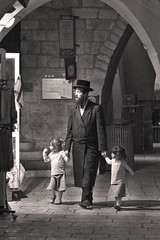 Chassid and Daughters (tatzlum.photo) Tags: judaism documentary jew oldcity hassid charedi street jerusalem father chassid israel daighter leicamp240 children haredi