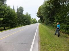 Randonne   vlo le long de la rivire Noire (patrick.andries) Tags: road bike empty pad route vlo weg fiets fahrad verlaten dserte routedserte
