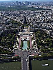 PARIS: Outlook from the top of  the Eiffel tower - to the   Place du Trocadéro - to  La Défense - (north) (eagle1effi) Tags: paris france by la panasonic aviary outlook trocadero iledefrance picnik ladéfense défense damncool masterclass straightened may2008 eagle1effi ishotcc lumixfx10 naturemasterclass artandexpression
