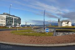 Optical Illusion - Looking North (Sig Holm) Tags: sculpture art iceland artwork september reykjavík opticalillusion ísland islande höfði 2013 listaverk rafaelbarrios höfðatorg