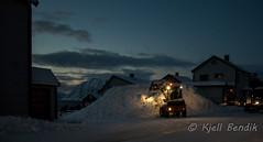 Honningsvg (kjellbendik) Tags: norge vinter traktor transport vei hus sne finnmark honningsvg bygning magerya byggning hjullaster naturoglandskap snesn hvg