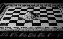 Dust (futhark) Tags: bw white black game blanco dark tile table king mood negro chess dramatic atmosphere ground bn mat tiles dust drama domingo ajedrez shah oriol tierra polvo taula ephemereal efimero 52w taulell elgaratgecom