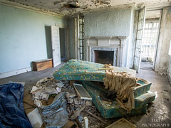 Painter's Mansion (tmdtheue) Tags: old urban house abandoned home estate decay exploring abandon forgotten plantation villa mansion forsaken decrepit exploration derelict abandonment decayed decaying forlorn spelunking urbex derilect urbexing