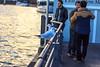 Treffpunkt am Schiffsanlegeplatz (S. Ruehlow) Tags: water river tiere wasser sonnenuntergang frankfurt main menschen mann fluss möwe altstadt möwen frankfurtammain tier männer gespräch ffm blauestunde treffpunkt rivermain kumpels mainkai schiffsanlegestelle kaianlage möwenkumpels