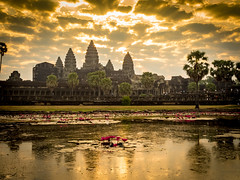 P1310760 (ivanpecina1) Tags: cambodia angkor temple budist monk sunrise asia olympus micro43 monjes camboya amanecer 40150