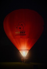 Red balloon (Scossadream) Tags: scossa lucaguizzardi spacemonkeypictures spacemonkey smp nikond7100 d7100 newzealand nuovazelanda hamilton oceania maori balloonsoverwaikato balloons balloon mongolfier mongolfiera mongolfiere fuochidartificio fireworks zurunight zuru balloonsfestival festival elephantballoon birdsinloveballoon alienballoon