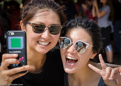 I didn't know you could do that with a game boy. (Jim Frazier) Tags: 2016 20160905chicagolooptrip bean chicago city cloudgate downtown il illinois jimfraziercom loop parks people selfies selfiesatthebean september summer urban q3