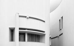 Richard Meier. MACBA #17 (Ximo Michavila) Tags: richardmeier macba ximomichavila blackwhite grey monochromatic bw lines urban city architecture museum archidose archdaily archiref barcelona cataluña spain building art modern