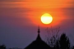 Le soleil se couche sur l'Isle Crémieu... (Arnaud LAUGIER) Tags: couché soleil sun landscape paysage april avril printemps spring 2017 sigma 120300mm f28 nikon d5500 france rhônealpes europe sunsets isle crémieu