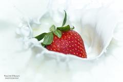 Strawberry (Nazim Elbouti) Tags: fraise nikon 105mm splash fruit lait milk macro