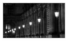 Les lampadaires (Rémi Marchand) Tags: lampadaires paris architecture noir et blanc place du car carrousel louvre nuit candélabres black and white canon 5d mark iii paysage urbain cityscape