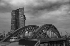 The curves (Itsnotme!) Tags: honsellbrücke bridge iron frankfurt europe eurpoean central bank ecb curves twist turns artistic monochrome blackandwhite bw grayscale streetphotography streetview main river railing architecture design make arcs arc curve
