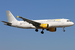 EC-LOB_01 (GH@BHD) Tags: eclob airbus a320 a320200 vy vlg vuelingairlines vueling ace gcrr arrecifeairport arrecife lanzarote airliner aircraft aviation
