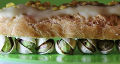 Éclair à la pistache...Glaze ( Macro Mondays ) (francepar95) Tags: macromondaysglaze pistachios glazed green eclair macro hmm flaveur dessert creative fresh