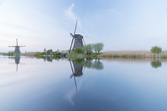 Airy (dlorenz69) Tags: windmill mill wind air airy water netherlands holland kinderdijk sky himmel luftig luft blue clouds wolken open offen space leere raum spiegelung reflections reflexionen