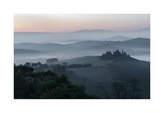 Tuscan Morning (W.Utsch) Tags: fog landscape landschaft nebel pano sonnenaufgang sunrise toscana toskana tuscany mysty twilight zwielicht sony a7r a7r2 a7rii 2470gm belvedere orcia pienza brouillard nebbia