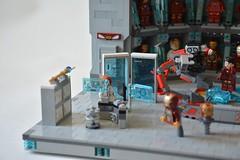 Labo stark 03 (John_Toulouse) Tags: moc mod lego johntoulouse super heroes sh ironman iron man avengers stark labo armor