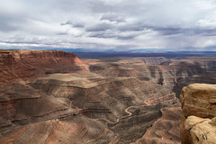 Muley Point Overlook (Tonio06fr) Tags: daylight natural landscape desert cloudy day clouds sedimentary cliff geology sandstone scenic utah muleypointoverlook america usa sky sanjuanriver mountain