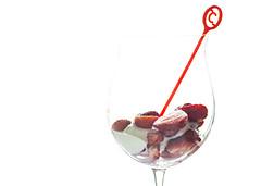 FRAGOLE CON YOGURT (FRANCO600D) Tags: fragole bicchiere baloon yogurt dessert highkey frutto c stilllife canon eos600d sigma franco600d