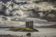 Castle Stalker (Stefan (back from Scotland, but need some time)) Tags: castle stalker castlestalker portappin argyllandbute scotland schottland sco clouds sky wolken himmel jagdschlos gaelic isle water tide horizon skyscape dark haunted lurky murky sonya7m2 sonya7ii canonef7020028lisii schlos building mountains silhouettes sun sunrays cloudscape love