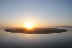 An der Alten Treene-Schleife in Süderhöft; Nordfriesland (2) (Chironius) Tags: himmel sky ciel cielo hemel небо gökyüzü spiegelung refleksion reflection réflexion riflessione отражение reflexión yansıma morgendämmerung sonnenaufgang morgengrauen утро morgen morning dawn sunrise matin aube mattina alba ochtend dageraad zonsopgang рассвет восходсолнца amanecer morgens dämmerung gegenlicht treene fluss river rivière rio поток fiume stream explored