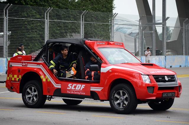 singapore isuzu scdf dmax singaporecivildefenceforce lightfireattackvehicle lfav nationaldayparade2013 neshowone redrhino21 gbc5957s