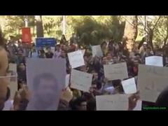 مجید توکلی به زندان بازگشت مجید توکلی فعال دانشجویی محبوس در زندان رجایی شهر، که پس از چهار سال برای اولین بار به مرخصی آمده بود به زندان بازگشت. http://j.mp/HrVEw8 (Free Shabnam Madadzadeh) Tags: green love poster photo iran empty seat political pic ایران campaign arman sabz سبز سیاسی صندلی خالی زندانی کمپین zendani کبک jonbesh kabk22 آگاه