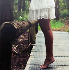 (Emma et la photographie) Tags: portrait green feet nature girl forest photography foot photo photographie dress robe vert onceuponatime pieds forêt jambes artisticphotography whitedress îledelaréunion ilétaitunefois photographieartistique robeblanche emmaetlaphotographie