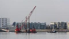 Sea Imp XII Moving An FRPD Crane Barge (rog45) Tags: canada canon bc crane 7d tugboat tug 18200 barge fraserriver rog45 40d vision:outdoor=0988 f4l2470 f2l135 crainbarge