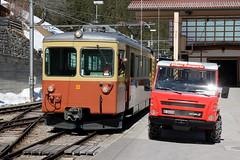 Triebwagen Be 4/4 Nr. 22 der BLM Bergbahn Lauterbrunnen – Mürren ( Baujahr 1967 - Hersteller SIG BBC SAAS - Schmalspur Meterspur ) am Bahnhof Mürren BLM im Kanton Bern der Schweiz (chrchr_75) Tags: albumzzz201703märz märz 2017 hurni christoph chrchr chrchr75 chrigu chriguhurni schweiz suisse switzerland svizzera suissa swiss kantonbern bern kanton hurni170316 albumbahnenderschweiz201716 albumbahnenderschweiz schweizer bahnen eisenbahn bahn blm bergbahn lauterbrunnen mürren berner oberland schmalspur schmalspurbahn meterspur