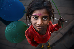 Jodhpur - Holi festival (Roberto Farina Travel Photography) Tags: girl india portrait red rajasthan people jodhpur holifestival robertofarina asia streetphotography looking travel poverty