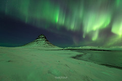 Et les lumières dansaient ... (Rouz 29) Tags: iceland islande grundarfjordur kirkjufell snaefellsnes aurora borealis aurore boreale vert green winter hiver wow nature natural naturel snow neige spectacle show erwanleroux landscape paysage nightscpae night nuit nocturne nocturnal nikon nikkor sirui beauty beautiful star étoile