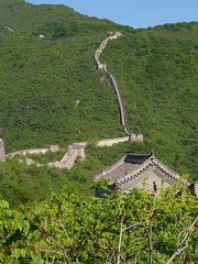 Many bricks in the wall (Ben Zabulis) Tags: mutianyu thegreatwall prc china peoplesrepublicofchina 中华人民共和国 中華人民共和國 wall masonry civilengineering 慕田峪 watchtower 中国 中國 countryside the10000milelongwall 长城 長城 萬里長城 万里长城 thegreatwallofchina thetenthousandmilelongwall building hill 5photosaday trees green length gable structure roof pitchedroof parapet
