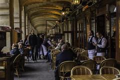 Restaurant parisien (Chrisar) Tags: paris café angénieux angénieux3570 restaurant placedesvosges