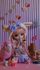 Sweet sweet home (Ailleon) Tags: emily pullip pullipmymelody mymelody alpaca dambo outfit handmade hellokitty cupcake sweet pink pinkwig