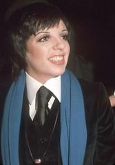 Liza Minelli (bof352000) Tags: woman tie necktie suit shirt fashion businesswoman elegance class strict femme cravate costume chemise mode affaire