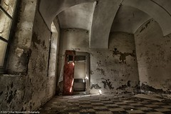 La porta rossa ... (vilma.remondetto) Tags: urbexportarossa red door details dettagli stanza room